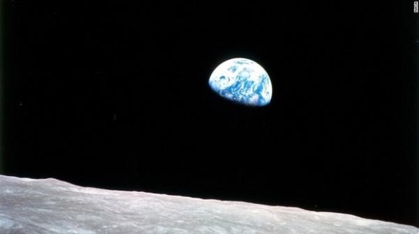 """Американские астронавты рассказали о загадочной """"музыке"""" на обратной стороне Луны"""