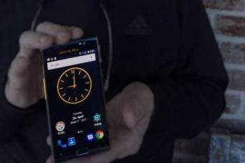 Основатель McAfee показал самый защищенный смартфон в мире