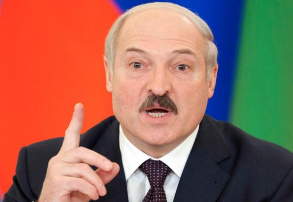 Лукашенко похвастался, что разогнал Tesla почти до 300 км/ч