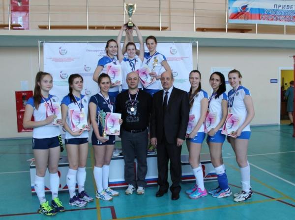 За победу на чемпионате Урала тюменским волейболисткам влетело от чиновников