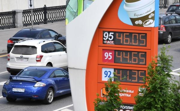 Нефтяные компании пообещали Козаку держать розничные цены на бензин :: Экономика :: РБК