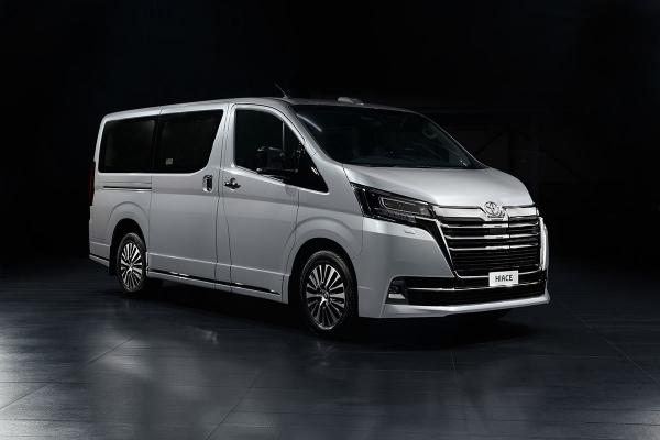 Toyota представила в России новую топ-версию Hiace