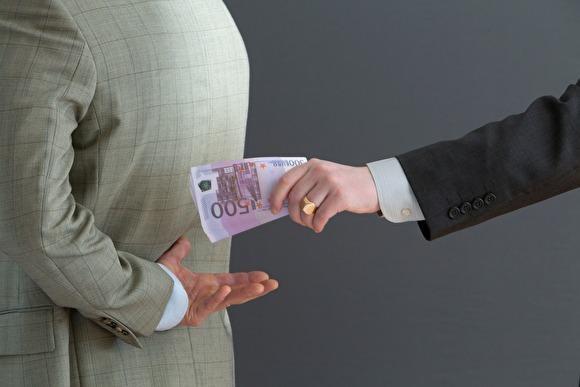 «Идеальная борьба» В Саратове ящик для приема сообщений о коррупции заклеили скотчем