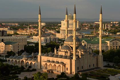 Дагестанец покурил возле мечети «Сердце Чечни» и пропал вместе с двумя друзьями